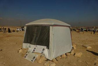 ミューオン検出器が置かれたテント