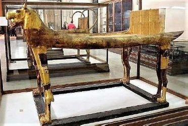 ツタンカーメンの儀式用ベッド<br>(考古学博物館にて撮影)