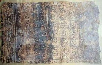 ツタンカーメンのチュニック<br>(考古学博物館にて撮影)