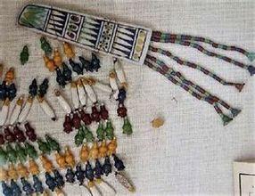 ファイアンス製の胸飾り<br>(考古学博物館にて撮影)