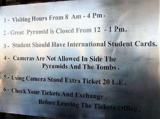 チケット売場の開館時間の表示<br>(まだ8〜16時になったまま)